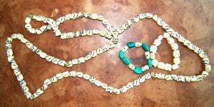 Armbänder und Meditationsschnur aus Tibet - Schnitzerei aus Yak-Knochen